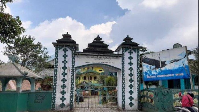 Suasana-istana-Kerajaan-Angling-Dharma-di-Pandeglang.jpg