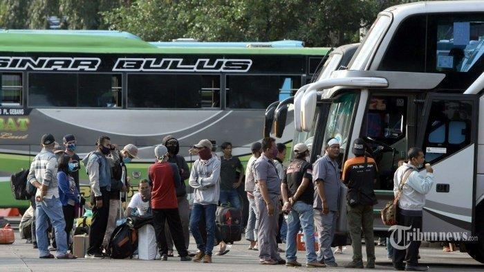 Suasana-penumpang-di-Terminal-Kampung-Rambutan-Jakarta-Timur-Rabu-2242020.jpg