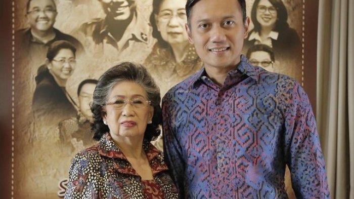 Ketua DPP Partai Demokrat, AHY bersama mendiang Sunarti Sri Hadiyah Sarwo Edhie Wibowo.