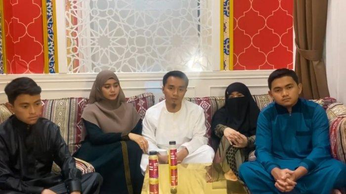 Taqy-Malik-dan-keluarga-besar.jpg