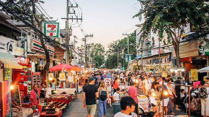 The-Sunday-Walking-Street-Chiang-Mai-2.jpg