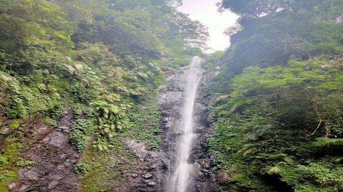 Air Terjun Kakek Bodo yang berasal dari Sungai Kaligetik