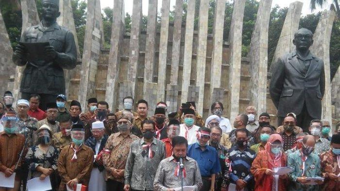 Acara deklarasi Koalisi Aksi Menyelamatkan Indonesia (KAMI) yang diinisiasi oleh Mantan Ketua Umum PP Muhammadiyah, Din Syamsuddin itu digelar di Tugu Proklamasi, Jakarta Pusat, Selasa (18/8/2020). (Ist via Kompas.com)