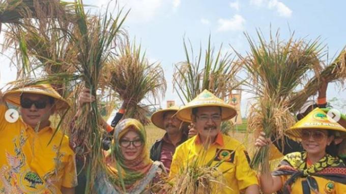 Hutomo Mandala Putra atau Tommy Soeharto, Siti Hardijanti Rukmana atau Mbak Tutut, Bambang Trihatmodjo, dan Mayangsari.