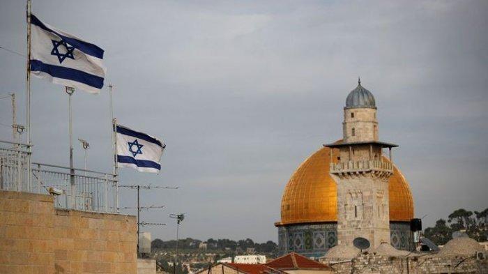 bendera-israel-berkibar-di-dekat-masjid-kubah-batu-al-aqsa-pada-5-desember-2017.jpg