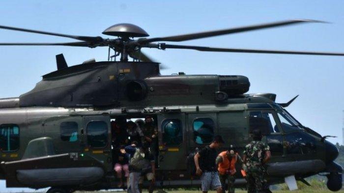 Komando Operasi Gabungan (Koopsgab) TNI Papua mengevakuasi 9 dari 11 tenaga kesehatan dan 1 personel TNI korban penembakan Kelompok Kriminal Bersenjata (KKB) di Jayapura, Jumat (17/9/2021).