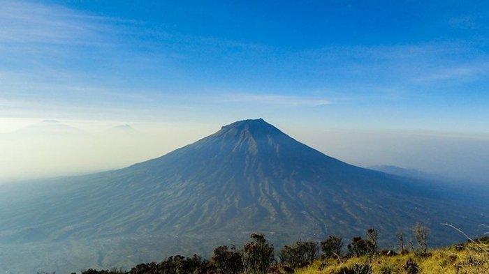 Gunung Sumbing, dilihat dari Gunung Sindoro