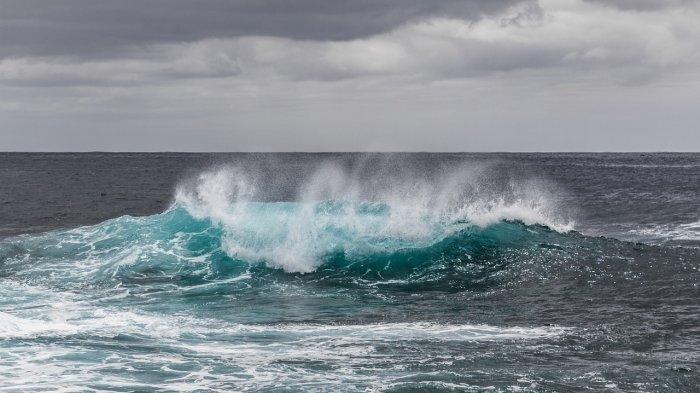 ilustrasi-gelombang-tinggi-di-perairan-indonesia.jpg