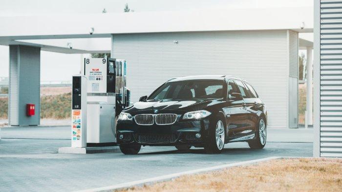 ilustrasi-mobil-pribadi-di-pom-bensin-1.jpg