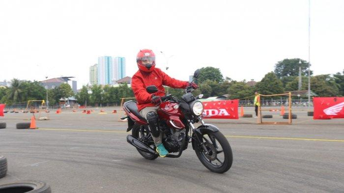 Ilustrasi safety riding