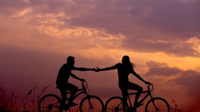 ilustrasi-sepasang-kekasih-di-atas-sepeda.jpg