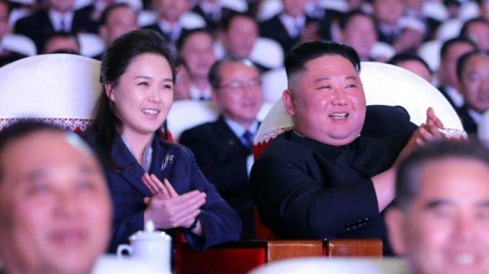 istri-kim-jong-un-ri-sol-ju-tampil-di-depan-umum-untuk-pertama-kalinya-dalam-lebih-dari-setahun.jpg