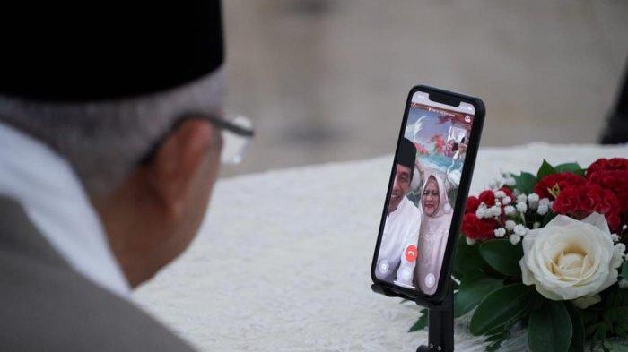 Presiden Jokowi dan Ibu Negara Iriana bersilaturahmi dengan Wapres Ma'ruf Amin dan Ibu Wury secara daring dari Wisma Bayurini, Istana Kepresidenan Bogor, Jawa Barat, Kamis (13/05/2021).