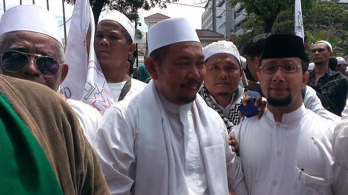 kh-fakhrurozy-ishaq-resmi-menjadi-gubernur-tandingan-dki-jakarta.jpg