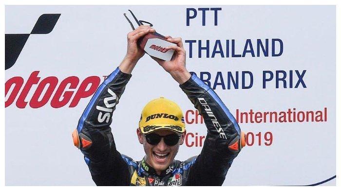 Adik Valentino Rossi Kalahkan Adik Marc Marquez Di Moto2 Thailand 2019 Tribunnewswiki Com Mobile
