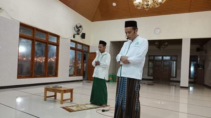 masjid-di-yogayakarta-pandu-tarawih-dengan-menggunakan-toa.jpg