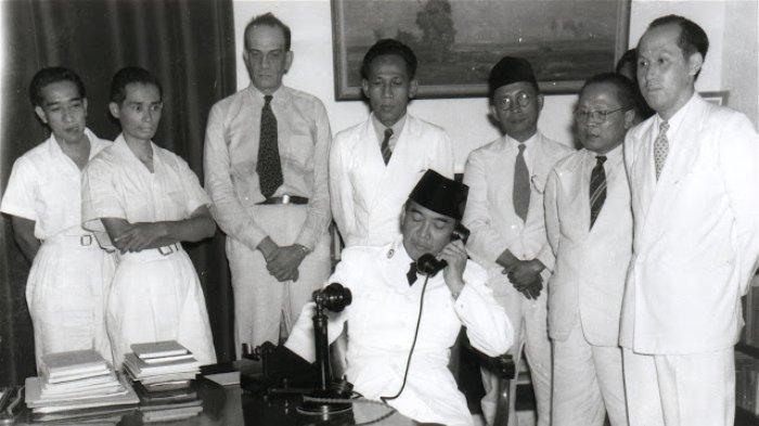 Panitia Sembilan bertugas untuk merumuskan dasar negara yang menjadi cikal bakal Pembukaan UUD 1945