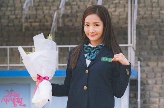 Park Min Young berperan sebagai Jin Ha Kyung dalam drama Korea berjudul Cruel Story of Office Romance