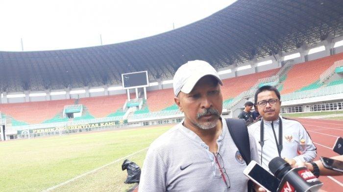pelatih-kepala-timnas-indonesia-u-19-fakhri-husaini.jpg