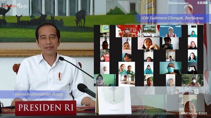 Presiden Joko Widodo melakukan konferensi video dengan anak-anak SD Negeri Sudimara, Banyumas, Jawa Tengah di Hari Anak Nasional 2021, pada Jumat (23/7/2021)