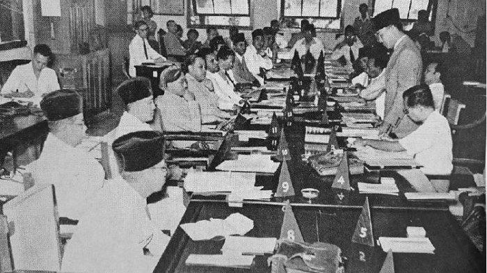 rapat-ppki-pada-18-agustus-1945.jpg