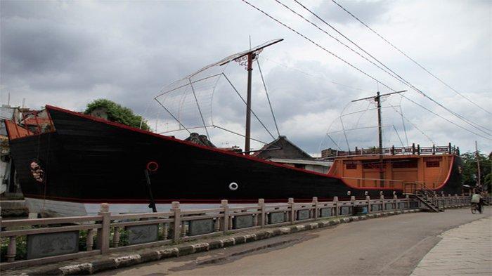 Replika Kapal Laksamana Zheng He