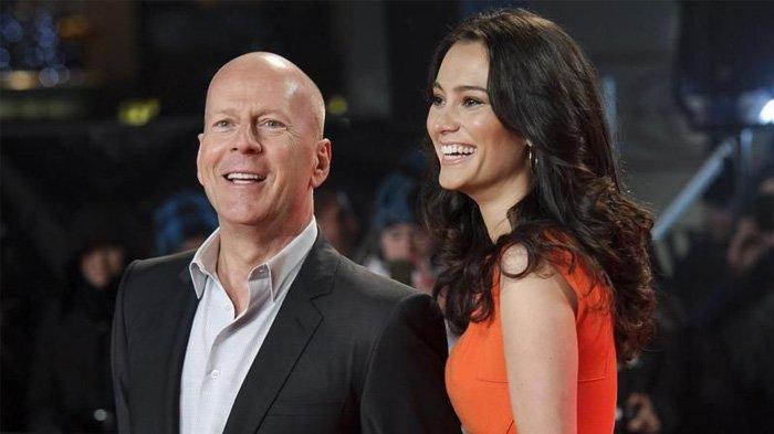 Emma Heming dan Bruce Willis (25 Tahun).