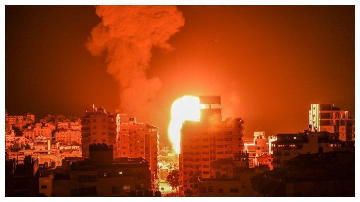 terlihat-di-atas-gedung-gedung-di-Kota-Gaza.jpg