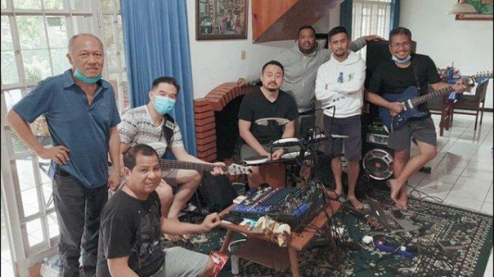 The Bakuucakar umumkan rilis single baru berjudul 'Bakuucakar' setelah ditinggal pergi musisi Glenn Fredly.