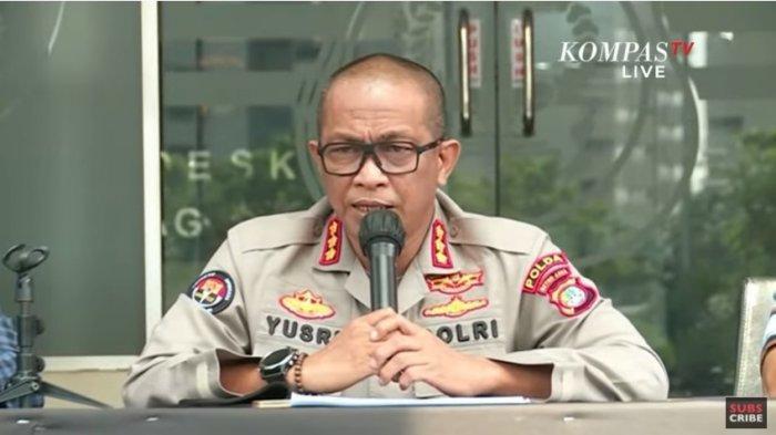 Kabid Humas Polda Metro Jaya Yusri Yunus saat konferensi pers terkait kasus pengancaman Jerinx kepada Adam Deni di Polda Metro Jaya pada Sabtu (14/8/2021).