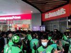Pembeli BTS Meal Membludak, McDonald's Plaza Depok Didenda oleh Satpol PP
