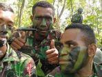 Foto-Lucky-Matuan-kanan-mantan-Prajurit-TNI-yang-membelot-jadi-anggota-KKB-Papua.jpg