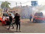 Petugas-medis-Palestina-mengevakuasi.jpg