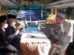 Viral-pasangan-pengantin-menikah-di-dalam-bus-yang-berjalan.jpg