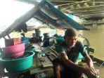 Tak Punya Rumah, Kakek Asmin 4 Tahun Tinggal di Perahu Seorang Diri