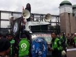 Demo Ojol Di Depan Gedung DPR RI: 'Kami Ada Karena Kebutuhan'