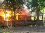 dendam-anaknya-ditemukan-tewas-keluarga-bakar-rumah-tetangga.jpg