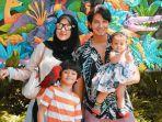 Mengintip Deretan Potret Harmonis Keluarga Fairuz A Rafiq dan Sonny Septian Bersama Kedua Buah Hati