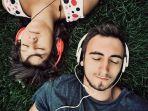 ilustrasi-mendengarkan-musik.jpg