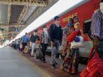 kereta-api-di-india.jpg
