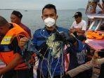 Basarnas Temukan Puing-puing Kabel hingga Pecahan Ban Pesawat Diduga Milik Sriwijaya Air SJ 182