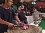 pedagang-daging-sapi-di-Pasar-Anyar-Kota-Tangerang-Banten-Selasa-1912021-siang.jpg