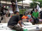Viral Foto Polisi Sita Perahu Karet Milik FPI saat Evakuasi Banjir, Begini Klarifikasinya