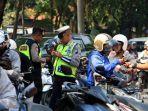 petugas-kepolisian-dari-satlantas-polrestabes-semarang-melakukan-gelar-operasi-patuh-candi-2018.jpg