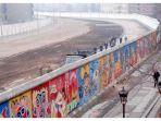 salah-satu-sisi-tembok-berlin-pada-tahun-1986.jpg