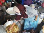 Viral Kisah Sri Rejeki Penjual Gorengan yang Kebal Panas, Celupkan Tangan ke Minyak Tanpa Sodet