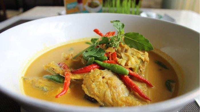 Grand Zuri Hotel Hadirkan Kepala Ikan Kakap Gulai Pauh dengan Cita Rasa Kuat Khas Sumatera Barat