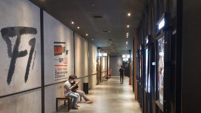 Suasana bioskop CGV Transmart Pekanbaru tampak tidak terlalu ramai, Senin (27/9/2021)