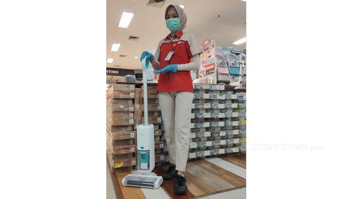Praktis Bersihkan Lantai dengan Alat Pel Scrubber Klaz