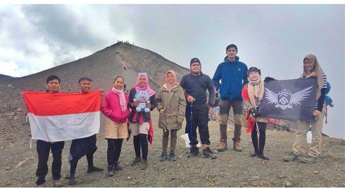 Manfaatkan Cuti Kerja, Komunitas Awan Senja Adventure Rutin Berpetualang ke Alam Bebas